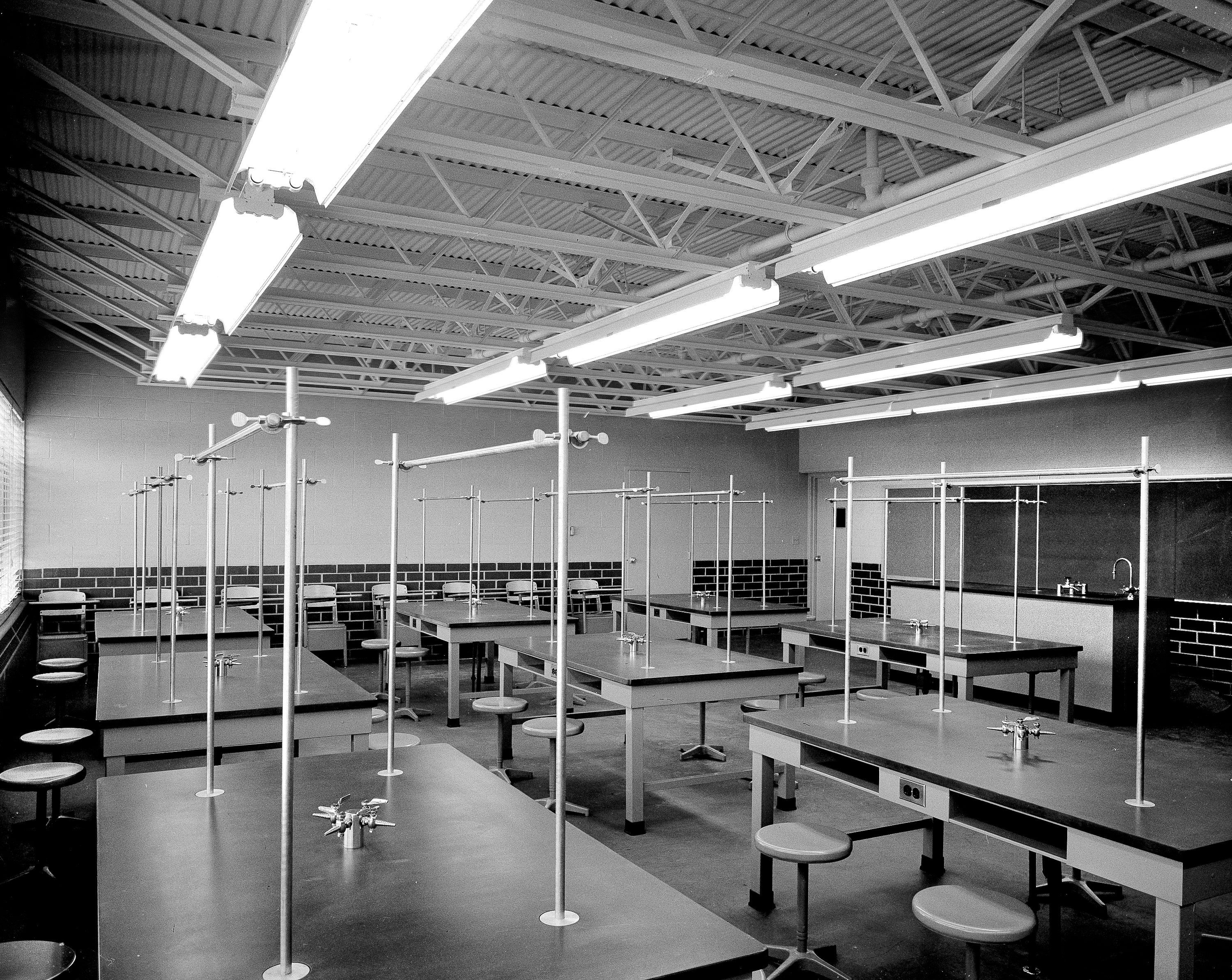 Photo of science building lab, 1960