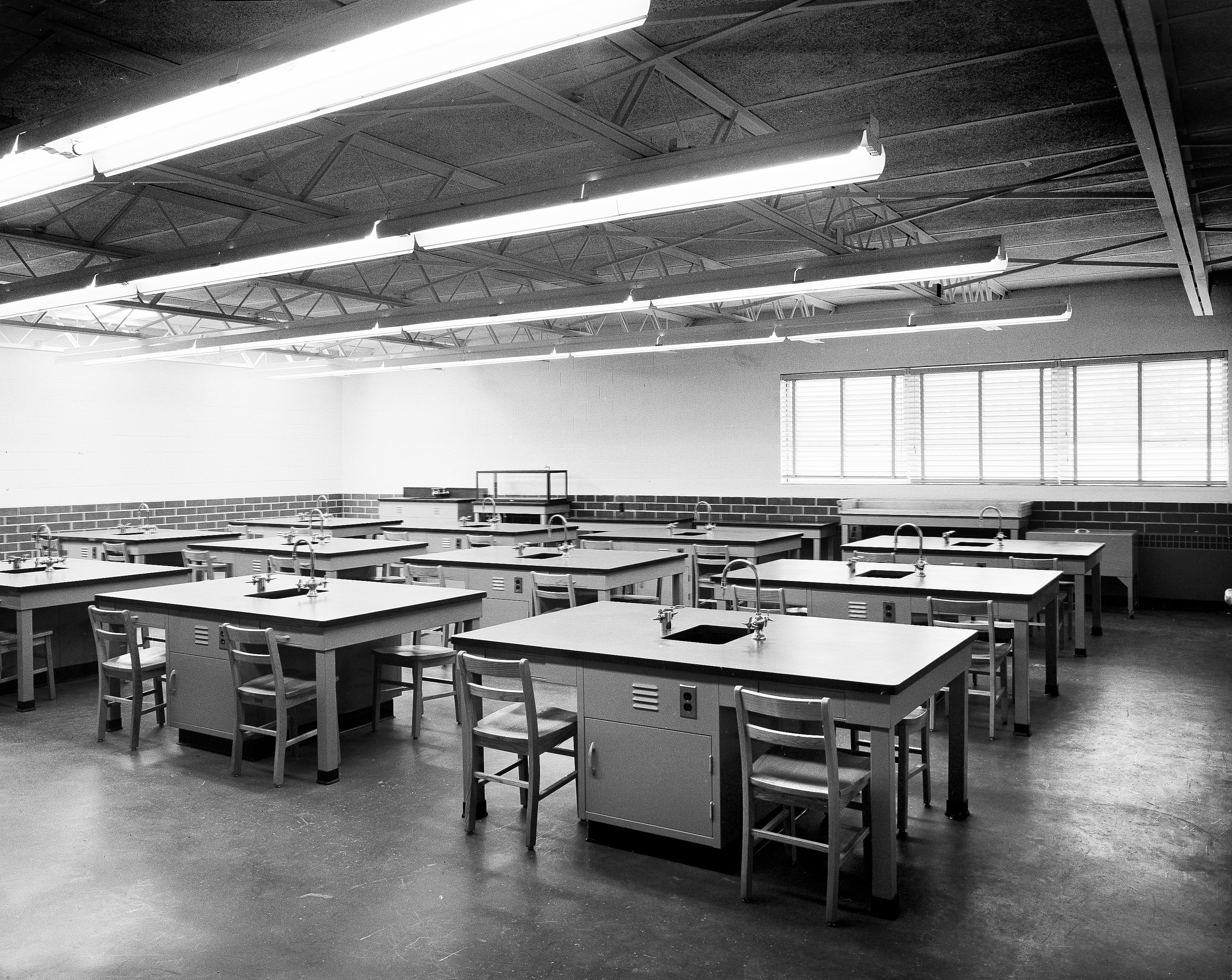 Photo of science building classroom, 1960